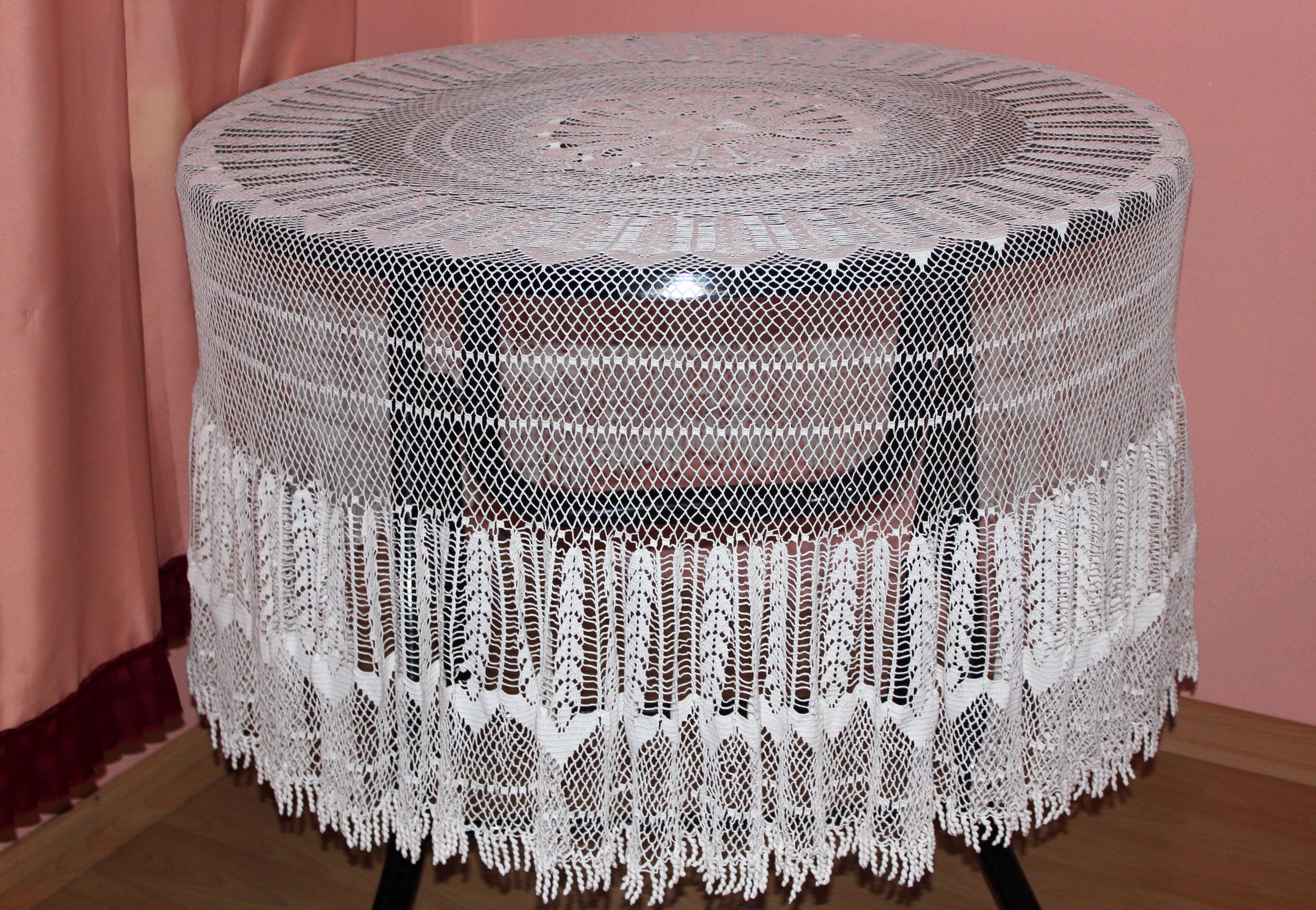 Charming Hand Crochet Vintage Tablecloth Round